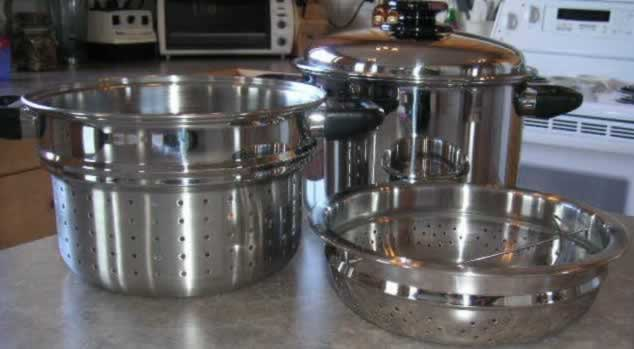 8 quart stock pot with spaghetti cooker